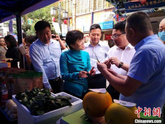 甘肃好食材推介活动,整合了甘肃食材资源,形成完善的食材供应链,带动餐饮经济持续发展,助力餐饮市场繁荣兴旺。 刘薛梅 摄