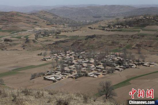图为2013年元古堆村旧貌。(资料图) 吴鲁 摄