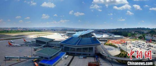 图为兰州中川国际机场全景。(资料图) 姚进 摄