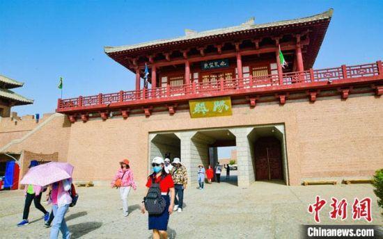 7月下旬,敦煌文化学院成立,其实践教学点之一敦煌阳关景区。(资料图) 王斌银 摄