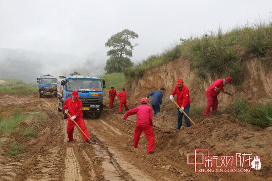 广大党员干部全力确保汛期安全生产。