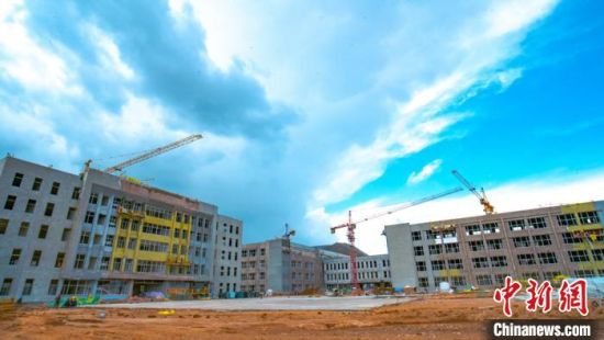 """图为建设中的""""临夏国强职业技术学校""""。(资料图) 甘肃二建集团十六公司供图"""