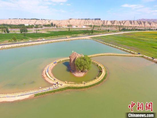 图为白银市靖远县利用黄河资源,保护生态,发展农业。(资料图) 张强中 摄
