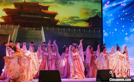 图为中国经典舞剧《丝路花雨》精选片段《霓裳羽衣舞》。 甘肃演艺集团供图
