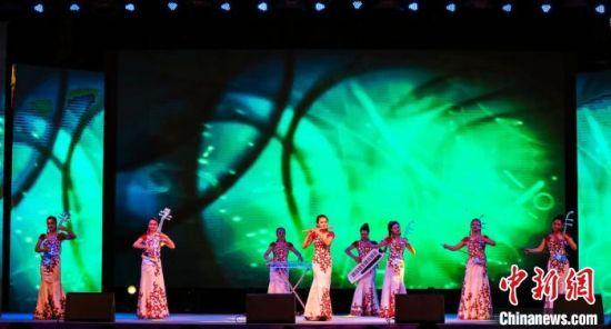 图为大型主题乐舞《敦煌・丝路情》演出现场。 甘肃演艺集团供图