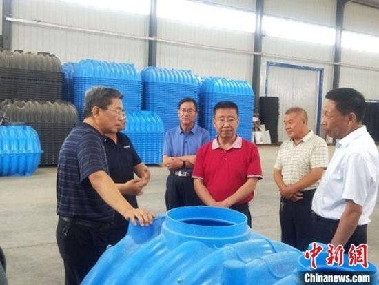 2020年7月初,甘肃省人大常委会与甘肃省水利厅组成《甘肃省节约用水条例(草案)》立法调研组,在武威市开展立法调研。甘肃省水利厅供图