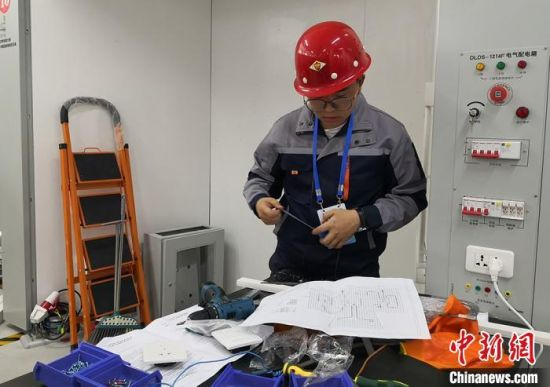 9月15日,第一届全国职业技能大赛甘肃选拔赛电气装置、工业控制赛项在甘肃能源化工职业学院开赛。 刘玉桃 摄
