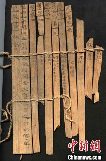 图为藏于敦煌博物馆内的汉代简牍。敦煌市委宣传部供图