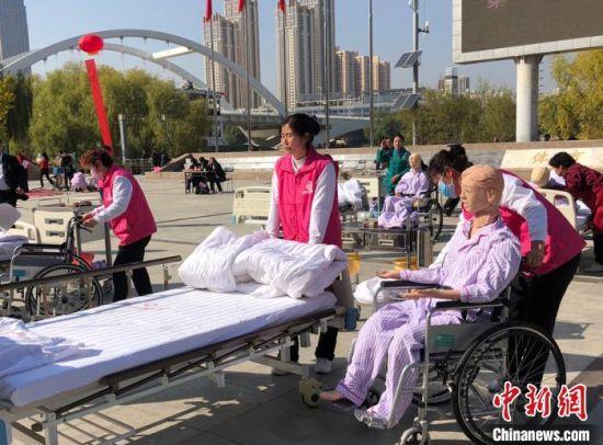图为居家养老护理比赛项目。(资料图) 徐雪 摄