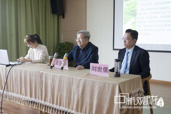 裴正学教授为金昌学员讲课。