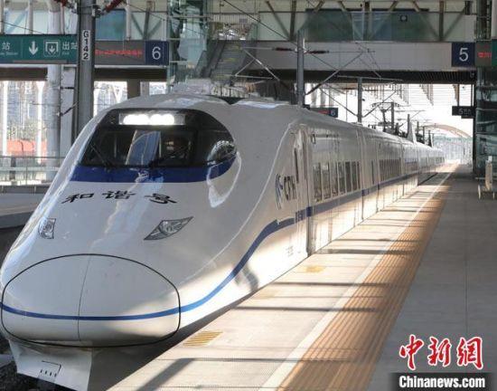 10月14日,经过为期8天的试验,西银客专甘宁段最后一段庆城至宁县段圆满完成单列、重联逐级提速试验。 段文超 摄