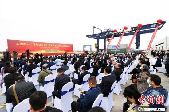 10月18日,上海期货交易所铝期货指定交割仓库揭牌仪式在兰州新区举行。 丁凯 摄