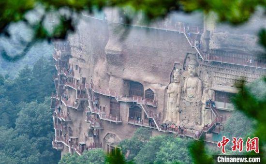 甘肃不仅有莫高窟,还有天水麦积山石窟,中国四大石窟甘肃就有两个。图为麦积山石窟。 陈治平 摄
