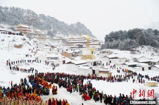 图为甘南郎木寺。每年正月,这里都举行盛大的毛兰姆法会。 杨艳敏 摄