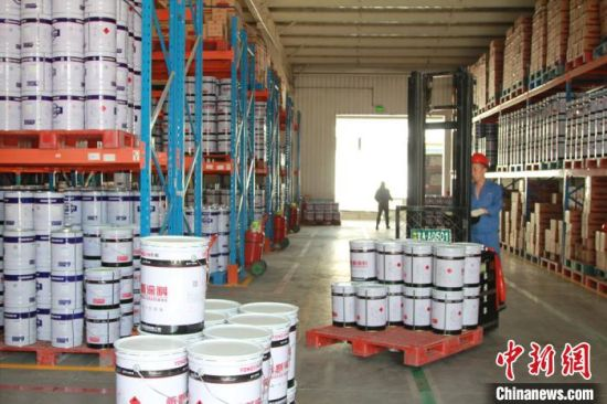 西北永新集团是在原化学工业部所属企业西北油漆厂基础上组建的国有企业,现在是甘肃科技投资集团有限公司所属企业。(资料图)西北永新涂料有限公司供图