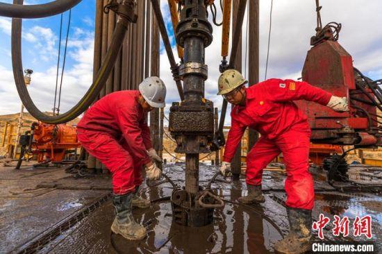 至2019年,长庆油田已连续七年实现5000万吨以上高产稳产。(资料图) 李忠斌 摄