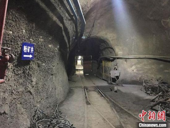 图为金川集团二矿区井下巷道。 张婧 摄