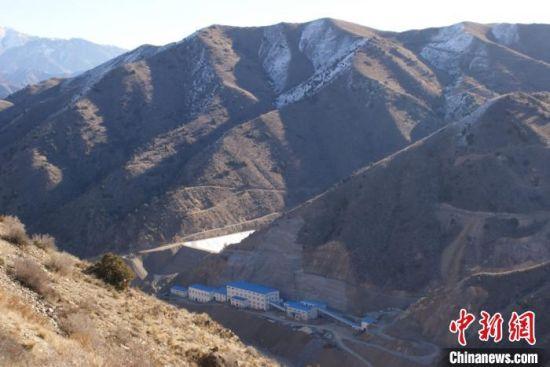 图为甘肃籍侨商在海外的建设项目,位于当地的山沟里,条件十分恶劣。(资料图)受访者供图