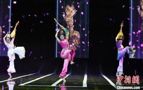 2019年5月23日晚,纪念经典舞剧《丝路花雨》创演40周年文艺晚会在兰州的甘肃大剧院举行。(资料图) 杨艳敏 摄