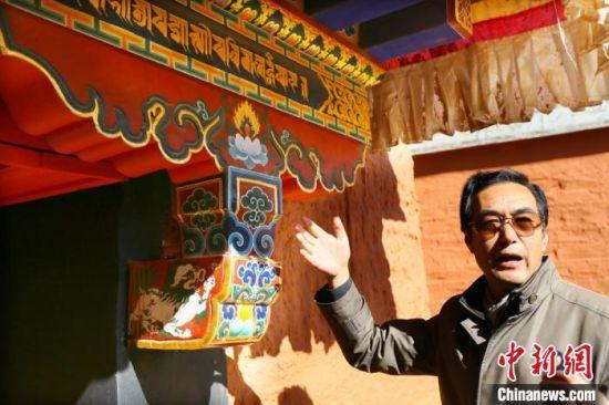 夏河县文旅局副局长索南嘉接受记者专访介绍称,历时八年的拉卜楞寺文物保护工程基本完工,共涉及文物本体建筑、油饰彩绘、壁画、电路照明改造、安防、消防系统六大部分。 高展 摄