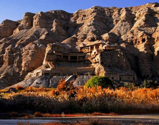 克孜尔石窟是中国历史上开凿最早、地理位置最西的大型石窟群。