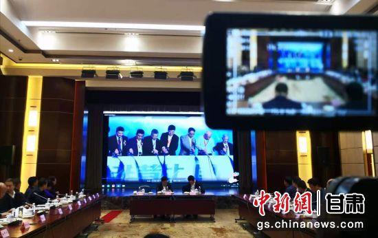 11月18日,甘肃省医药健康产业发展协会与复星医药集团在兰州举行考察座谈会。史静静 摄