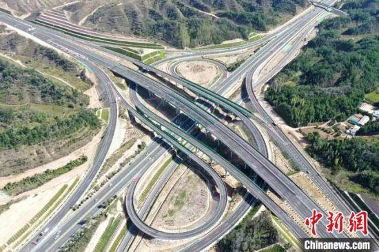 图为景中高速公路。(资料图) 马海文 摄