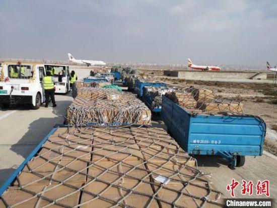 图为等待装机的货物。(资料图)甘肃(兰州)国际陆港供图