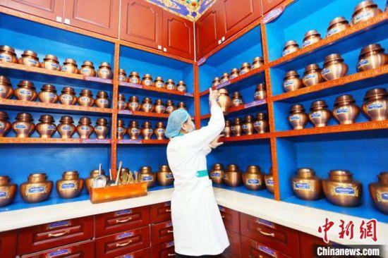近年来,夏河县藏医医院在基础设施、医疗服务、业务拓展、人才梯队、制度建设等都发生了巨大变化。 高展 摄
