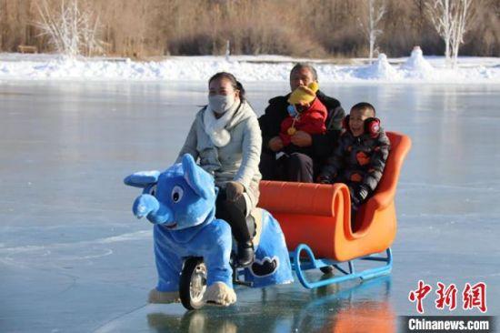 冰上自行车项目。 卢玉 摄