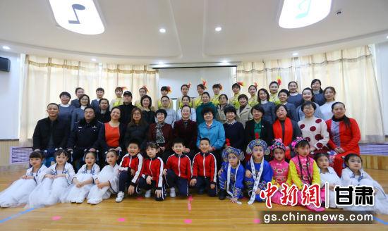 甘肃省妇联第二保育院举行省级示范园挂牌仪式暨建院二十华诞庆祝活动。高展 摄