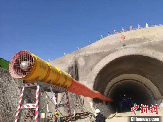 图为兰州至张掖三四线铁路首座隧道――大西隧道。 李宏伟 摄