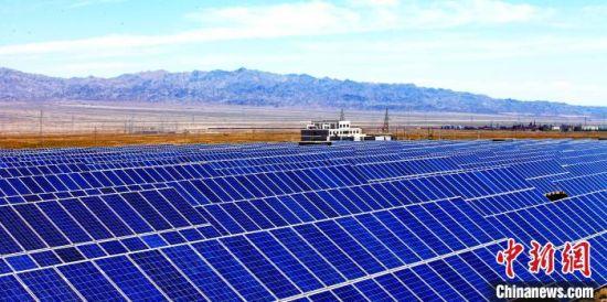 图为甘肃省酒泉市玉门市汇能30兆瓦并网光伏发电建设项目。(资料图)玉门市委宣传部供图