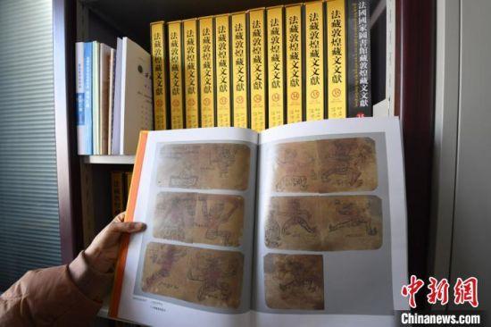 比起以往海内外出版的敦煌藏文文献选辑,此套文献的出版,呈现了法藏敦煌藏文文献之全貌,也让3000多件敦煌藏文文献重光于世。 杨艳敏 摄