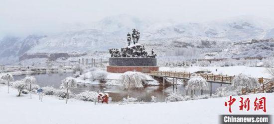 """一幅雪色""""童话世界""""。 武雪峰 摄"""