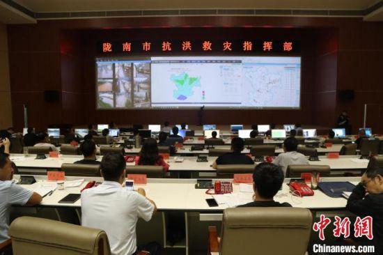 2020年8月18日,陇南市大数据中心汇聚各类数据,精准指挥。(资料图) 卢世祺 摄