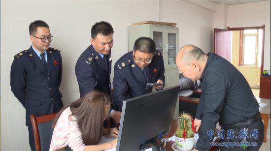 税务干部辅导甘肃万德福食品科技有限公司通过新系统申报办理出口退税。