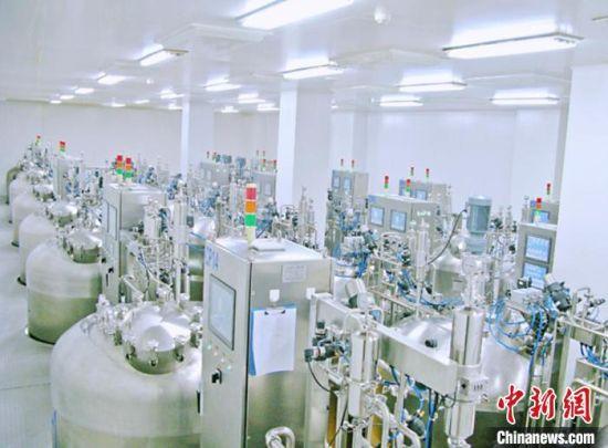 """图为中农威特公司自主研发的""""动物疫苗""""生产设备。 受访者供图"""