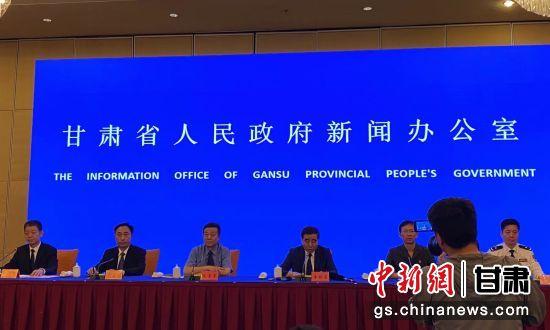 6月15日,甘肃省政府新闻办公室在兰州召开了该省政法队伍教育整顿第一次新闻发布会。徐雪 摄