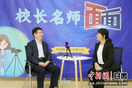 采访中国科学院兰州分院中学校长王彦强。