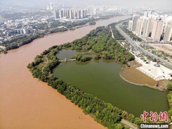图为2020年9月3日航拍黄河兰州段湿地公园。(资料图) 高莹 摄