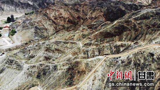 """嘉峪关悬臂长城:中国西部的""""八达岭""""-中新网甘肃"""