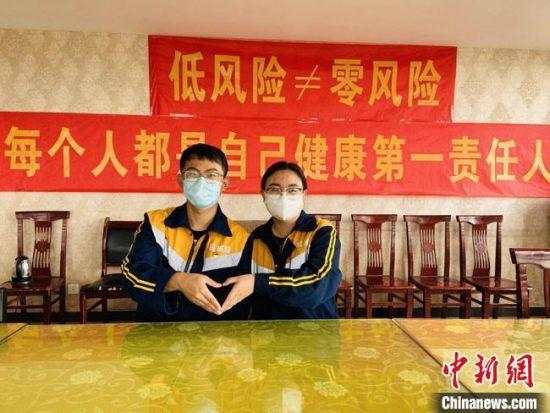 """周倩和赵珂从认识到现在,几乎每年的""""七夕""""都是在工作岗位上度过,只是工作地点不一样。 俱娜 摄"""