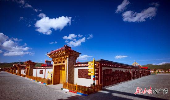 尕秀村独具特色的藏式民居。新甘肃・甘肃日报记者 韦德占