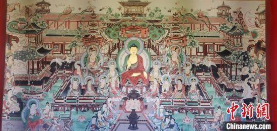 图为鸠摩罗什寺大型临摹复制壁画全貌。 鸠摩罗什寺景区供图