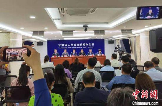 8月31日,甘肃祁连山保护区生态环境问题整改成效新闻发布会在兰州召开。 张婧 摄