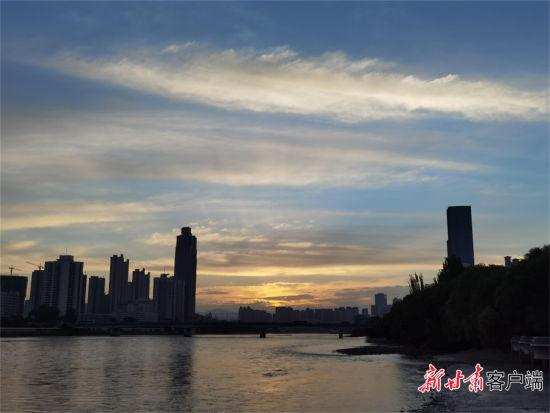 清晨的黄河兰州段。新甘肃・甘肃日报记者 文洁 摄