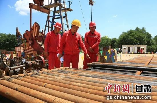 长庆采油二厂广泛开展反违章专项整治活动,全面查找管理漏洞,彻底根除安全隐患。