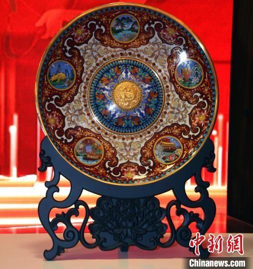 《世纪华章》大盘以敦煌艺术、景泰蓝技艺展现新中国发展的盛景 杨清伟 摄