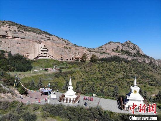 2019年9月,航拍镜头下的马蹄寺石窟。(资料图) 杨艳敏 摄